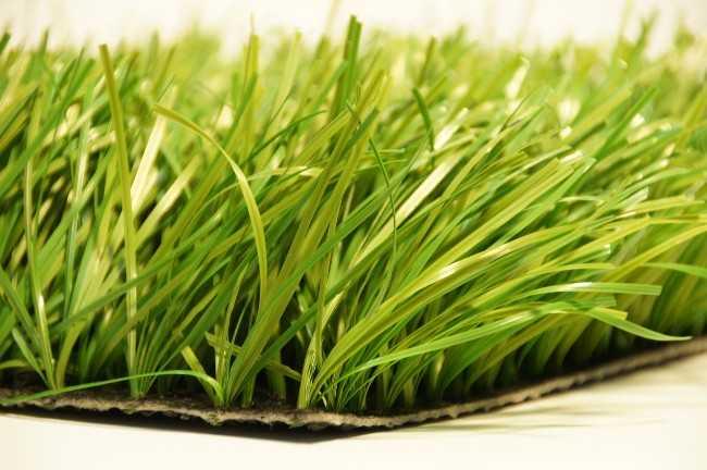 Упругие синтетические травинки способны статично поддерживать вертикальную форму и сохранять привлекательность